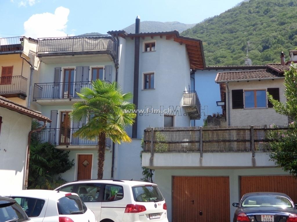 Immobiliare immobilien ferie lago maggiore vira gerra for Casa 5 locali